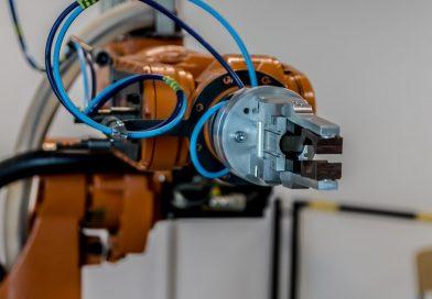 Foxconn vai trocar 10 mil funcionários por 'robôs' em 2018