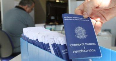 Brasil criou 115.989 empregos em abril, abaixo da média histórica do mês