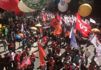 Trabalhadores e sindicalistas protestam no dia do Basta de desemprego e ataques aos direitos