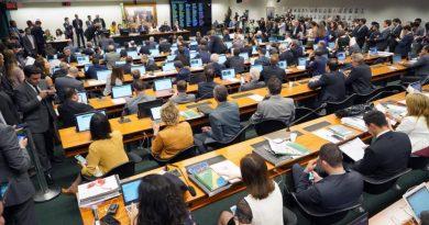 Veja como votou cada um dos 66 deputados na CCJ da Previdência