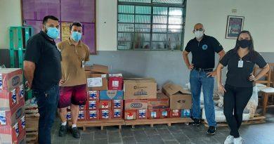 Trabalhadores aderem a ação social e arrecadam leite para idosos